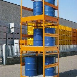Cubetos de retención para barriles con estructura apilable y barandilla