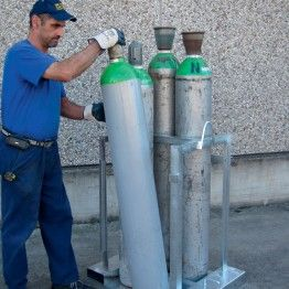 Implemento de carretilla o grúa para botellas de gas