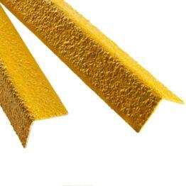 Perfiles protectores para escalones y escaleras de manos. mejora de la seguridad en la empresa, hechos de material abrasivo.