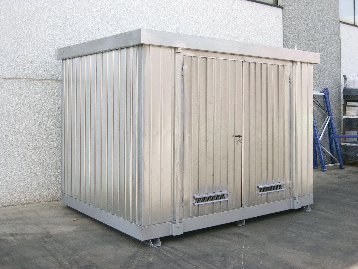 Módulos de almacenamiento exterior para barriles y con estantes para pequeños recipientes