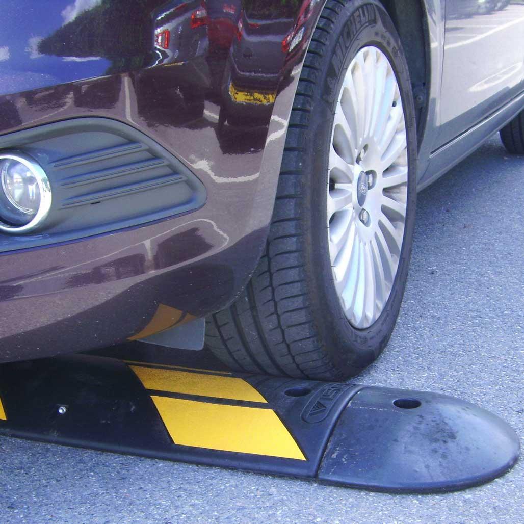 Regulador de velocidad pesado para zonas industriales o de paso de camiones