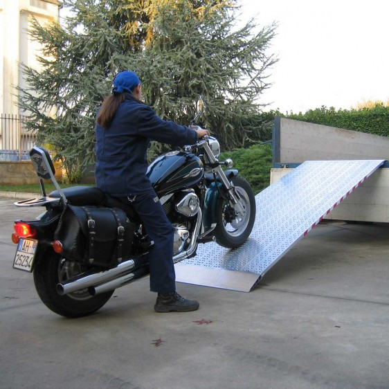 Rampas de carga media para camiónes, plataformas elevadas, etc.