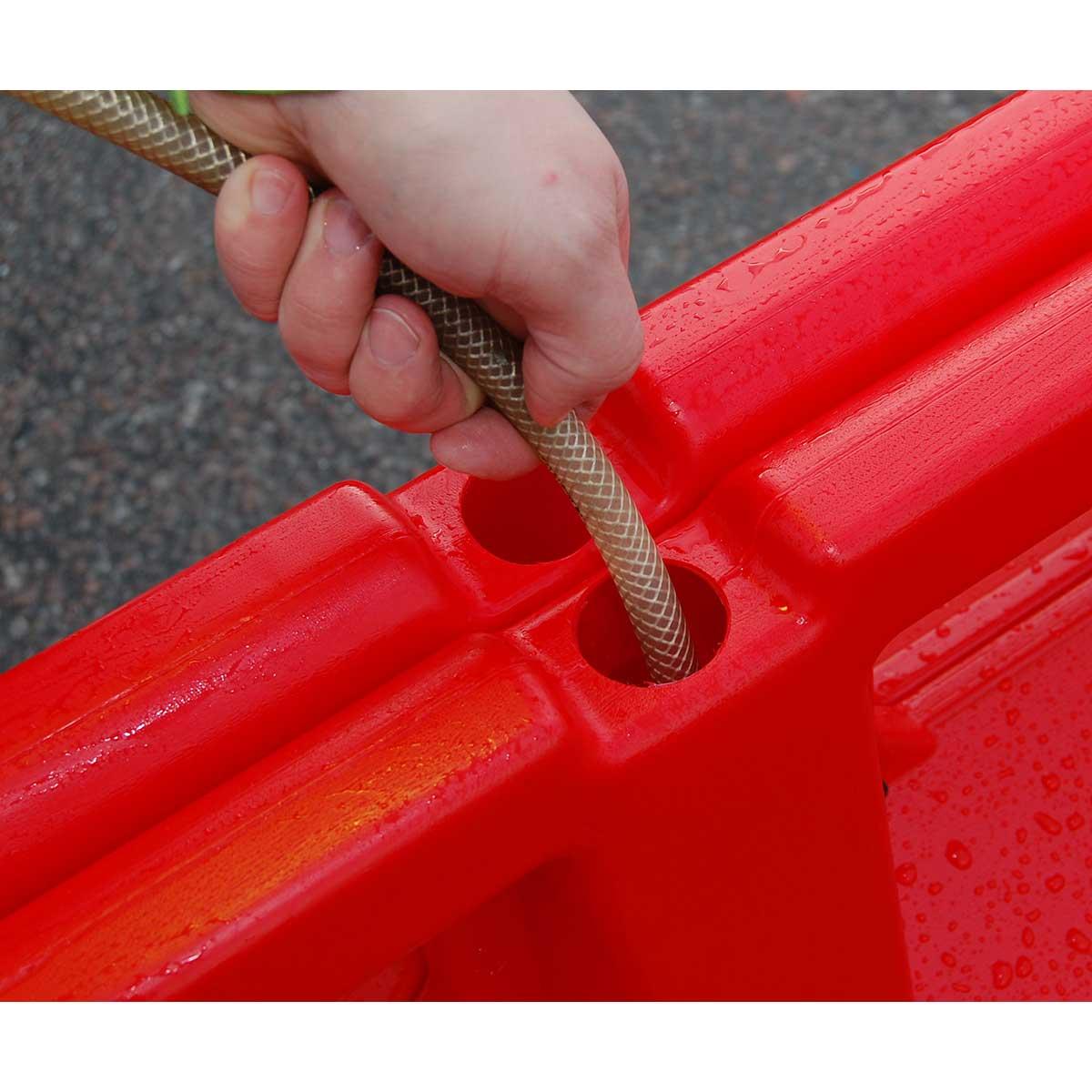 Barreras plásticas rellenables para obras y delimitación de carriles provisionales.