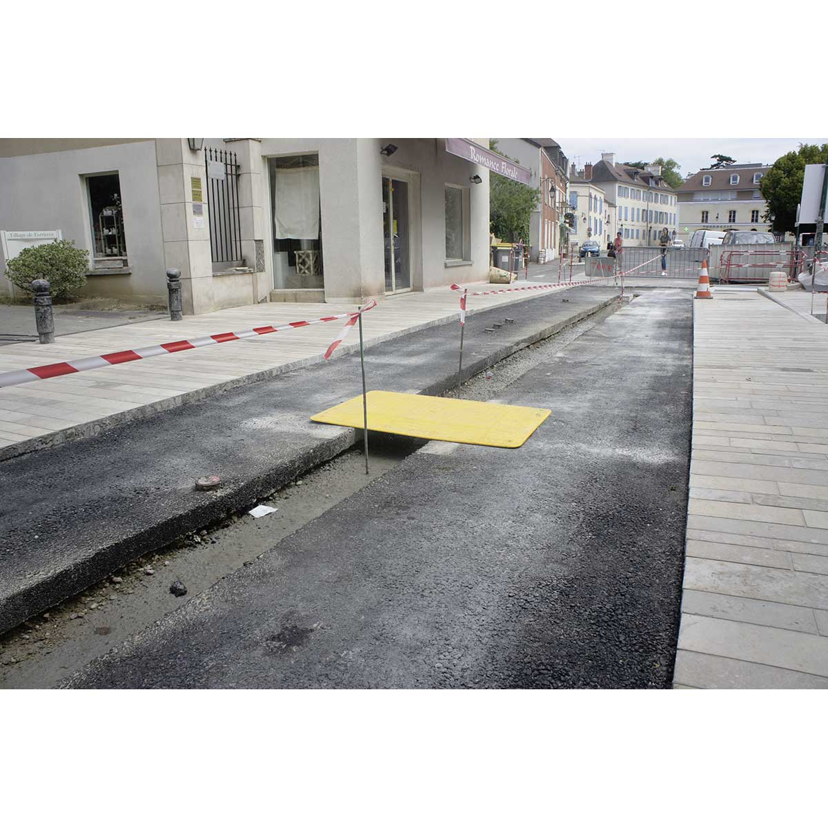 Rampa plástica con refuerzo metálico, para paso de fosos en obras públicas,