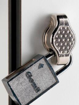 taquillas-fenolicas-accesorios-8-cerradura-candado