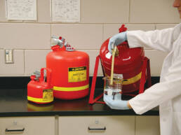 sector-quimica-dissetodiseo-_0004s_0011_contenedor residuos quimicos