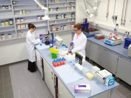sector-quimica-dissetodiseo-_0004s_0014_suelo antifatiga laboratorio