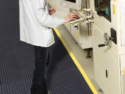 sector-quimica-dissetodiseo-_0004s_0015_suelo antifatiga laboratorio